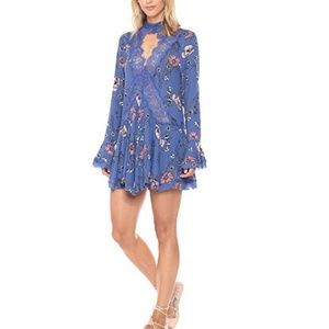 En Creme Blue Floral Pint Long Bell Sleeve Dress S